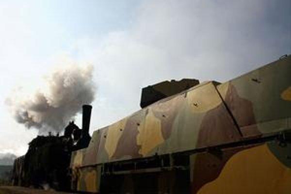 Tento vlak je pristavený na železničnej stanici v Liptovskom Mikuláši.