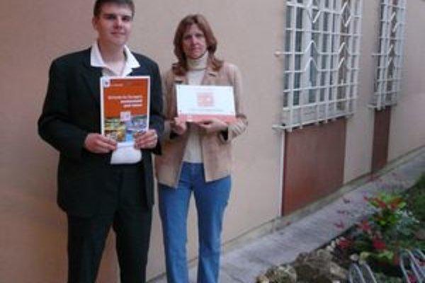 Jana Zrotálová a Dominik Banáš reprezentovali vo Viedni úspešne nielen svoju školu, ale celé Slovensko. Získali čestný titul pre školu aj diplom.