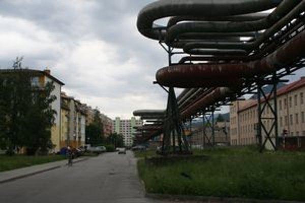 Potrubný most by mali tiež v budúcnosti odstrániť. Pozdĺž neho vybudujú v zemi horúcovod.