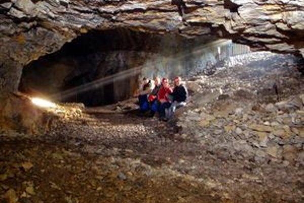 Od polovice januára tohto roka je dennodenne sprístupnená malá Stanišovská jaskyňa v ústí nízkotatranskej Jánskej doliny.