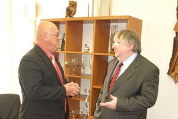 Veľvyslanec Poľskej republiky na Slovensku Andrzej Krawczyk (vpravo) s honorárnym konzulom Tadeuszom Frackowiakom.