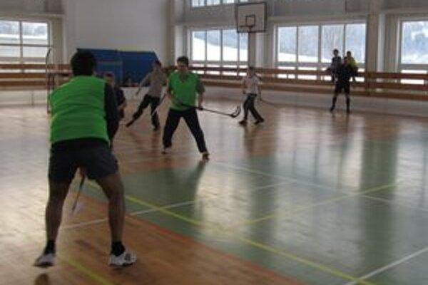 Turnaj prebiehal ako ukážka hlavne medzi školami, ktoré sa zatiaľ florbalu nevenujú profesionálne, aby si ujasnili pravidlá a spôsob hry.