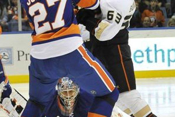 Slovenský hokejový obranca Milan Jurčina aktuálne hrajúci za tím New York Islanders sa zranil.