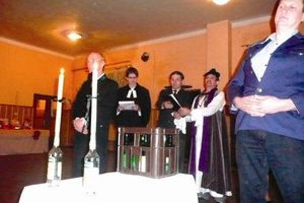 Dúbravskú basu Hortenziu vyprevádzal katolícky aj evanjelický kňaz.