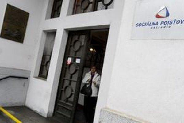 Hovorkyňa Sociálnej poisťovne informovala, že uverejnenie obecných úradov v zoznamoch dlžníkov, bolo opodstatnené.