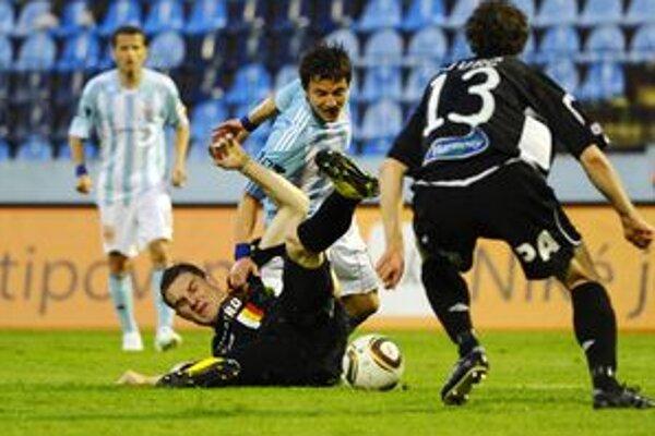 Maródkou zdecimovaný Ružomberok pricestoval do Bratislavy len so štrnástimi hráčmi do poľa a dvoma brankármi.