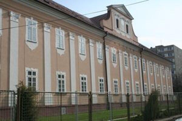 Rekonštrukcia historickej budovy, v ktorej sídli Slovenské múzeum ochrany prírody a jaskyniarstva v Liptovskom Mikuláši, by mala byť ukončená v roku 2013.