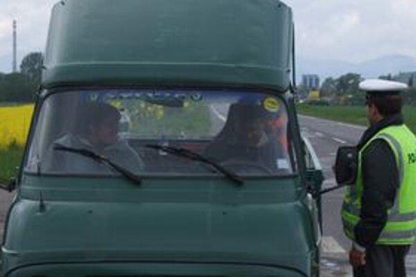 Policajti dnes riešili niekoľko nedisciplinovaných vodičov.
