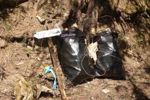 Dve z vyše tridsiatky vriec, ktoré vyzbierali deti s niekoľkými dospelými ochranármi v Kvačianskej doline.