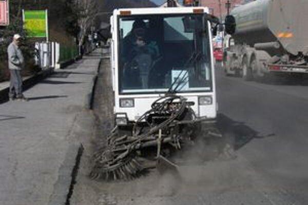 Kvalitnejšie chodníky pomôžu zlepšiť aj letnú údržbu mesta.