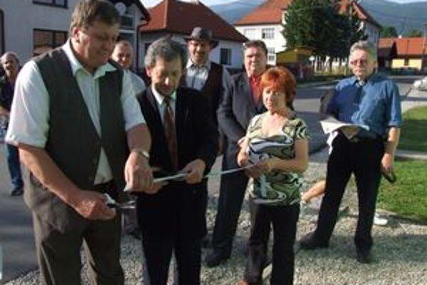 Turisticko-informačné centrum otvorili starostovia obcí Smrečany a Žiar.