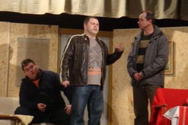 Záber z divadelného predstavenia Bigamia sa nevypláca.