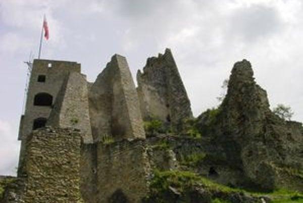 Hrad Likava je najväčší v Liptove. Dal ho postaviť v 14. storočí rytier Donč.