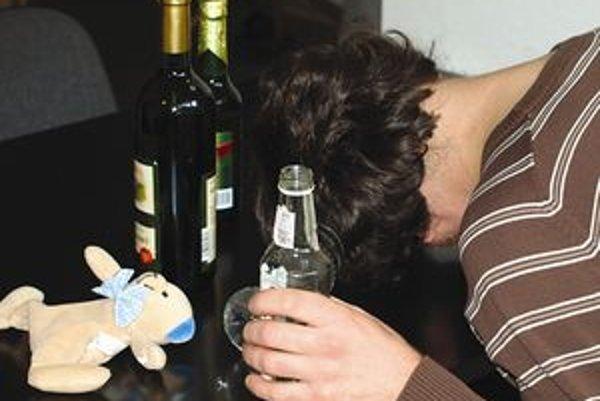 Dnes abstinujúci alkoholik sa k prvým pohárikom alkoholu dostal ako deväťročný. Ako stredoškolák vypil pol litra vína ešte predtým, ako išiel do školy.