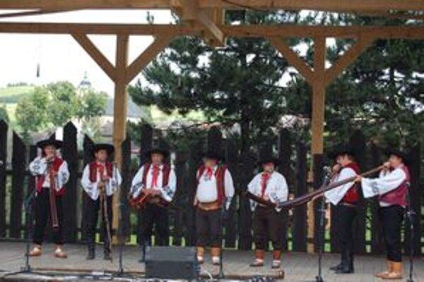 K Bačovským dňom neodmysliteľne patria trombitári a fujaristi.