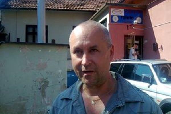 Podľa slov prevádzkovateľa Milana Škodroňa páchateľ nevedel, že ho sníma kamera.