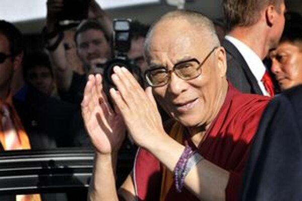Štrnásty dalajláma, vlastným menom Tändzin Gjamccho, sa narodil v Tibete pre 74 rokmi. Usiluje sa o samostatnosť Tibetu, z ktorého by rád vytvoril zónu mieru a nenásilia. V roku 1989 mu udelili Nobelovu cenu mieru.