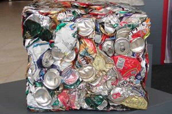 V poslednom čase stúpa spotreba alkoholických a nealkoholických nápojov, ktoré sú balené do kovových obalov. Mnohé z obalov končia pohodené v prírode či nevytriedené v odpadkovom koši. Pritom sa dajú veľmi dobre zhodnotiť.