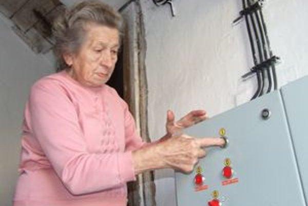 Kedysi sa zvonári poriadne zapotili, lebo zvony museli ťahať lanami. Dnes je to jednoduchšie, lebo všetko riadi elektronika.
