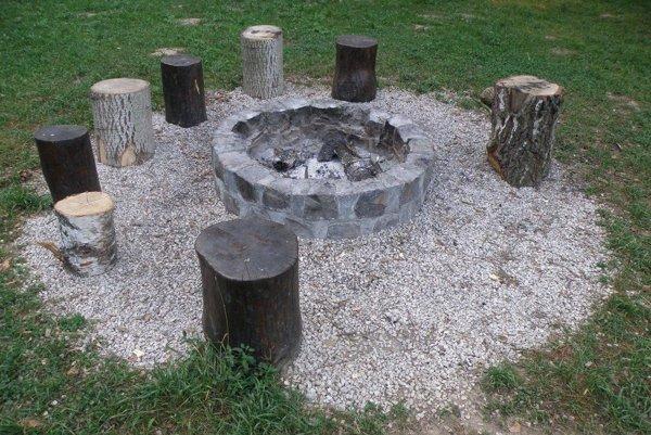Ohniská v prievidzskom mestskom parku môže využívať ktokoľvek.