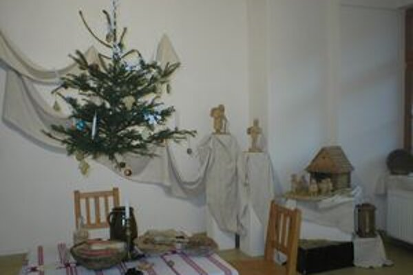 Vianočnú výzdobu pripravovali ženy, muži po celoročnej drine na poli a v hore, mlátili obilie.