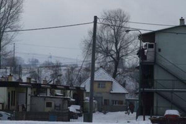 Dvanásť nízkoštandardných nájomných bytov by malo byť v rómskej osade Hlboké.