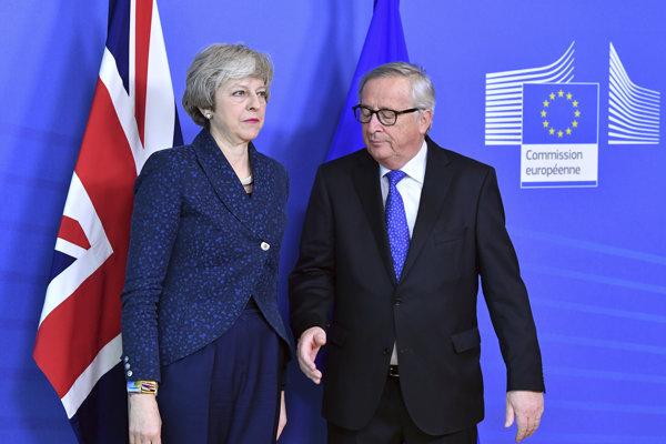 Britská premiérka Theresa Mayová v sídle Európskej komisie s jej predsedom Jean-Claudeom Junckerom.