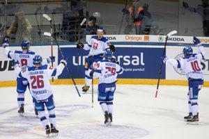 Radosť hráčov zo Slovenska po vyrovnávajúcom góle počas hokejového zápasu Kaufland Cup 2019 medzi Slovensko - Bielorusko. Bratislava, 7. február 2019.
