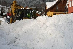V Skalitom mali až dve mimoriadne situácie súvisiace so snehovou kalamitou.