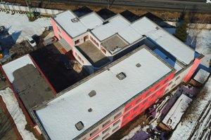 Pohľad na strechy domov.