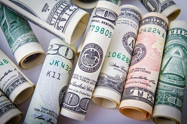 Respondenti očakávajú oslabovanie dolára.