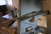 Revízia zbierky zbraní Trenčianskeho múzea odhalila chýbajúcich 248 zbierkových predmetov.
