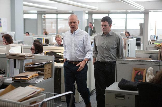 Michael Keaton a Mark Ruffalo vo filme Spotlight.