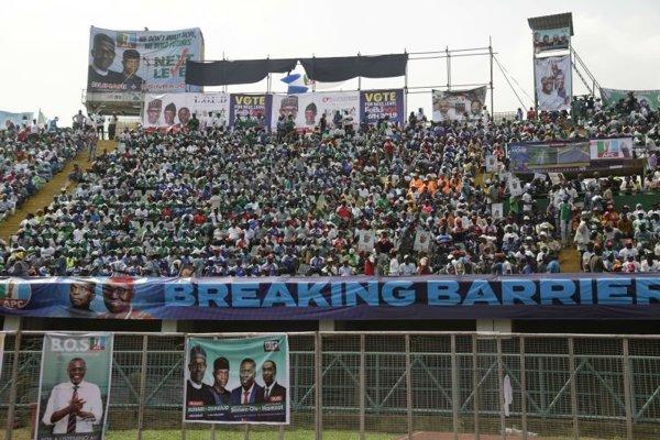 Jeden z mítingov Muhammadu Buhariho na štadióne Teslima Baloguna v Lagose.