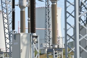 Chladiarenska veža tretieho bloku atómovej elektrárne v Mochovciach.