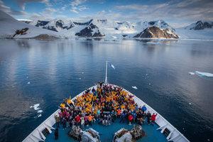 Na lodi je vždy medzinárodná posádka.
