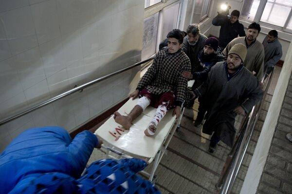 Zranených študentov prijali do nemocnice, časť z nich medzičasom už prepustili.