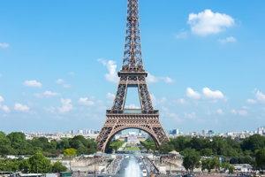 Eiffelovku chcel kúpiť obchodník so železom.