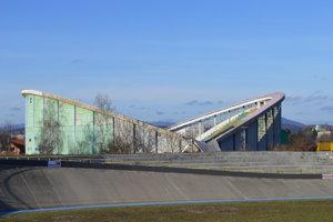 Po odkrytí strechy zistili stavebníci rozdiely medzi projektovou dokumentáciou a vyhotovením stavby.