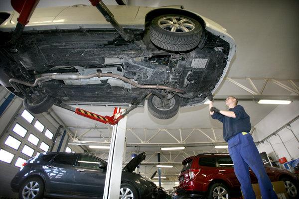 Vozidlá bez platnej technickej či emisnej konotroly nájde štát po novom cez automatizovaný systém.