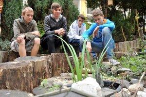 Učiaca školská záhrada na Zaježovej.