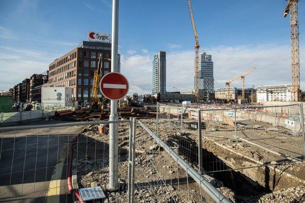 Úsek ulice Mlynské nivy uzavreli pre MHD na pol roka.