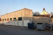Na snímke nová tržnica vo Fiľakove v okrese Lučenec pri pohľade z Tržnej ulice. Samospráva ju mieni dokončiť do leta tohto roka.