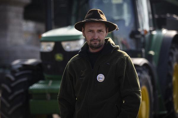 Farmár zo Zlatých Moraviec Jozef Herda.