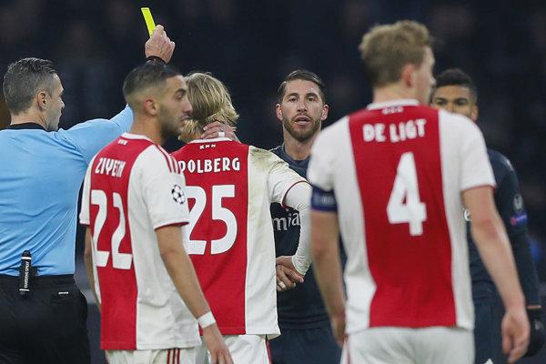 Sergio Ramos v zápase s Ajaxom Amsterdam.