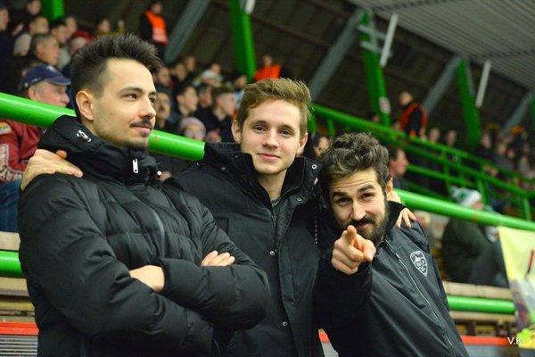 Matúš Holenda (vpravo) si zápas v Nových Zámkoch užil.