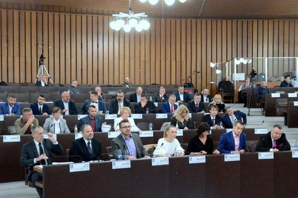Odmeny poslancov sa odvíjajú od základného platu primátora.