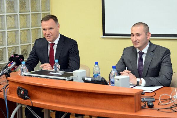 Vľavo minister zdravotníctva Viliam Čislák a generálny riaditeľ Sekcie informatiky ministerstva zdravotníctva Rastislav Beliansky.