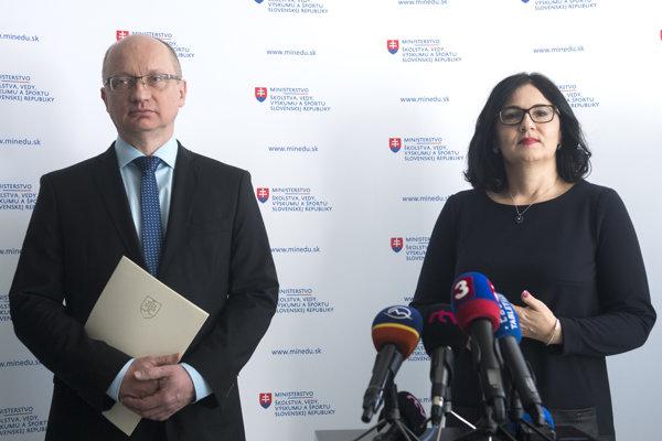Robert Redhammer, šéf akreditačnej komisie a ministerka školstva Martina Lubyová.
