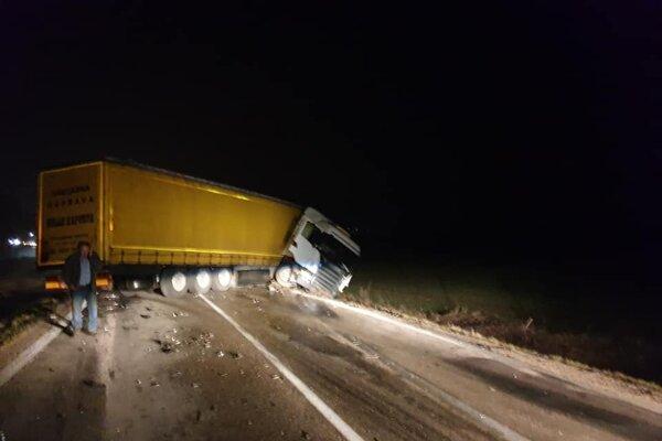 V skorých ranných hodinách sa na ceste medzi Drietomou a Bánovcami nad Bebravou stala dopravná nehoda.